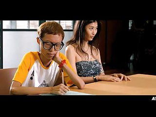Wu Qing Qing in The 33d..