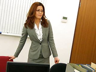 Office worker getting cunt..
