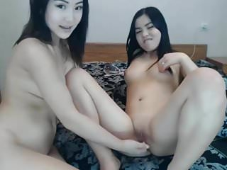 girls masturbate on webcam