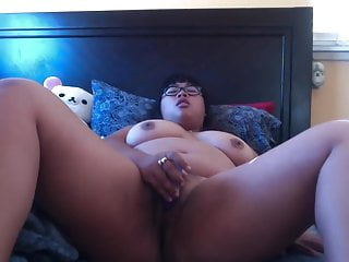 Nerdy BBW Asian masturbates..