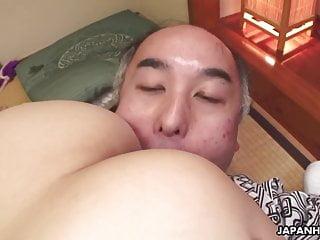 Juicy pussy Asian babe..