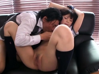Asian schoolgirl likes to..