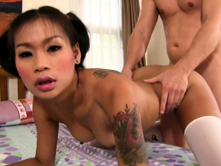 Hot Thai schoolgirl gets..