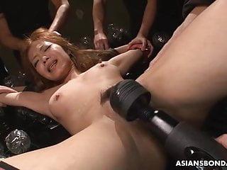 Aya Amamiya likes rolling in..
