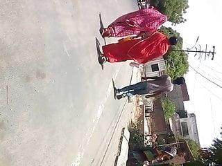 heavy ass desi gujju in saree