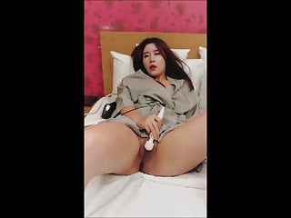 Beautiful Asian squirter..