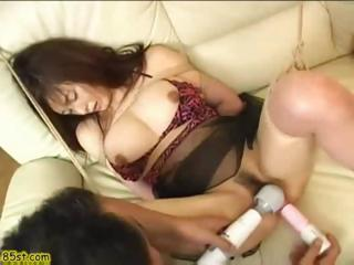Asian girl gets her pussy..